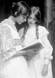 Gertrude and Ursula Falke Portrett 1906